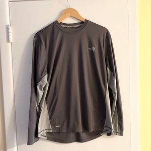 The North Face Men's Vapor Wick Long Sleeve tshirt